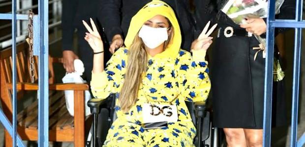 Lexa tem alta após cirurgia de emergência nas amígdalas (Foto: Lucas Ramos/AgNews)