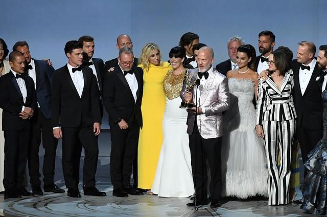 Ryan Murphy e a equipe e o elenco de 'American crime story' (Foto: Robyn Beck/AFP)