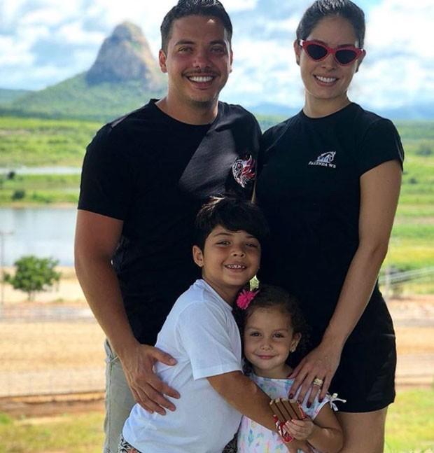 Safadão com Thyane Dantas e os filhos (Foto: Reprodução)