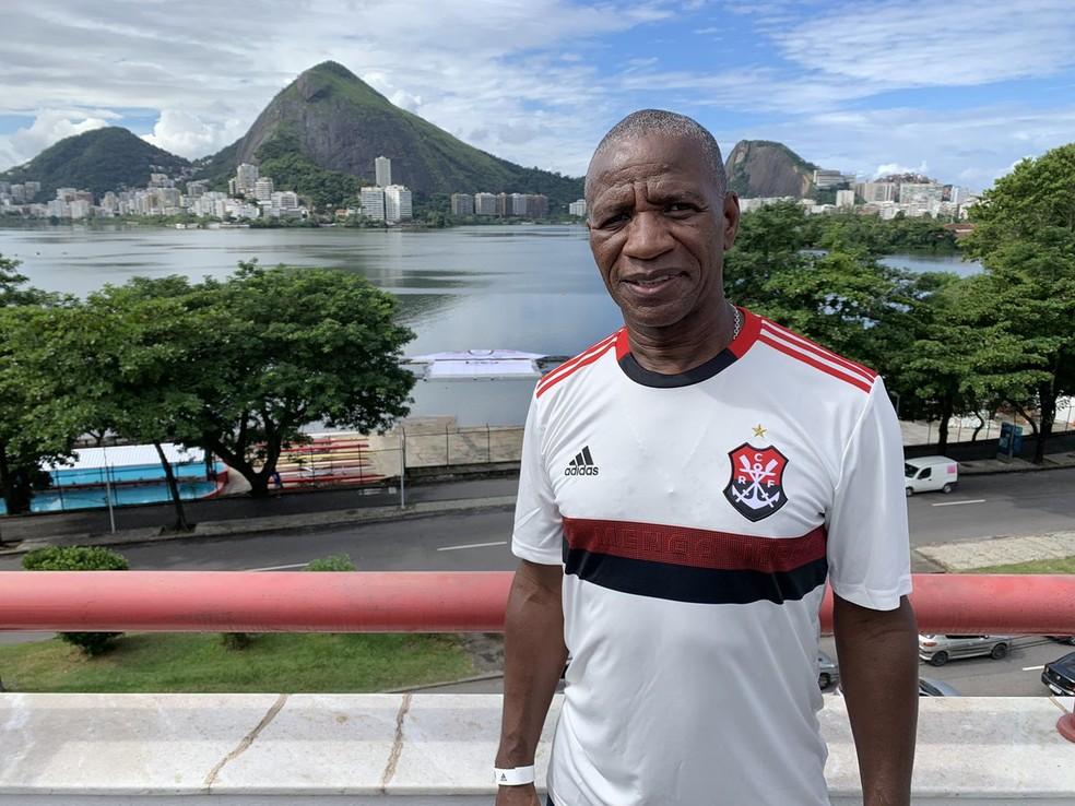 Adílio e novo segundo uniforme do Flamengo, duas coisas que certamente estarão no novo álbum — Foto: Divulgação / Flamengo