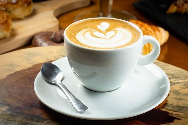 Como fazer cappuccino caseiro - Casa Vogue | Receita