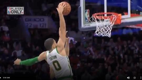 Noite da NBA tem dançarinos idosos, jogada de vôlei de Davis, e fãs dos Hawks alfinetando LeBron