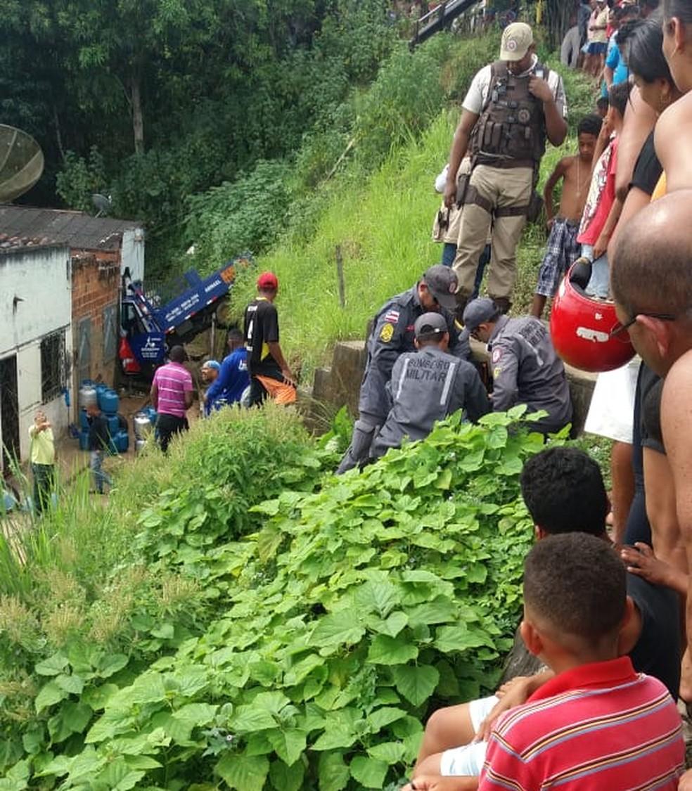 Crianças e adultos viram a ação da Polícia Militar e Corpo de Bombeiros — Foto: Arquivo Pessoal