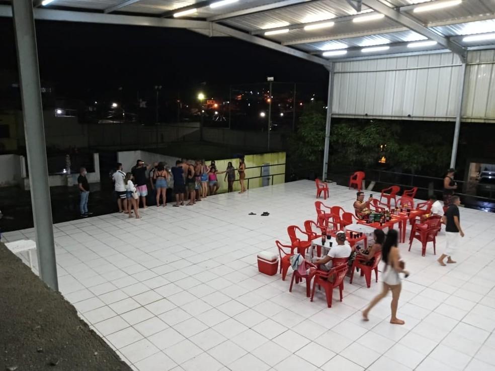 Festa clandestina foi interrompida em Jaboatão dos Guararapes, no Grande Recife — Foto: Procon/Divulgação