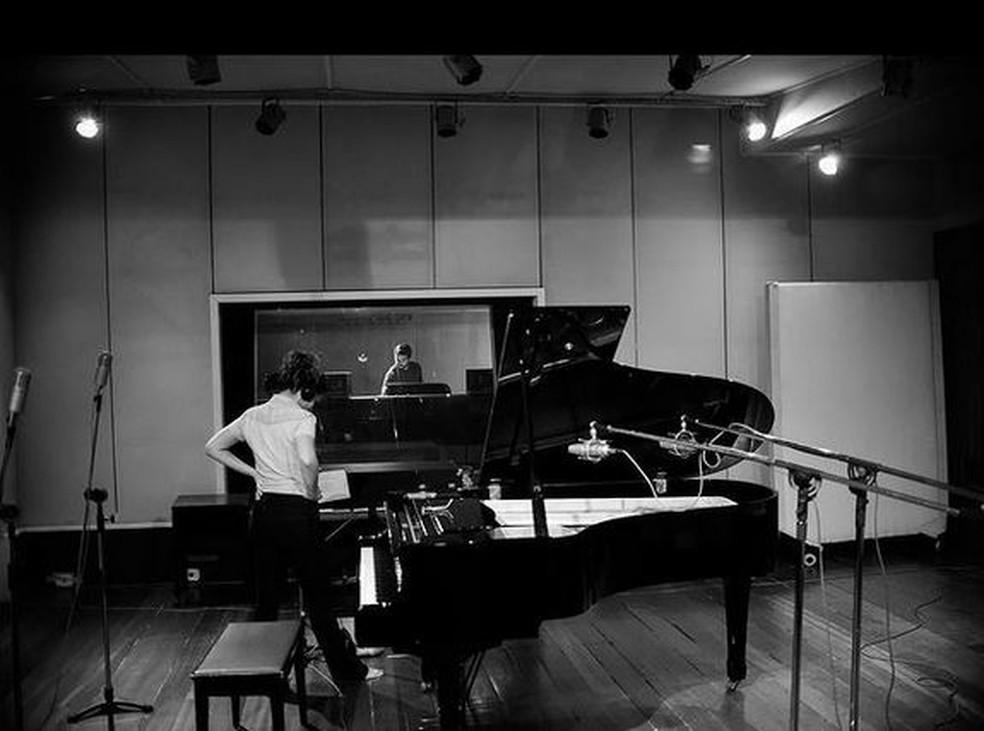 Luana toca piano e também canta — Foto: Redes sociais
