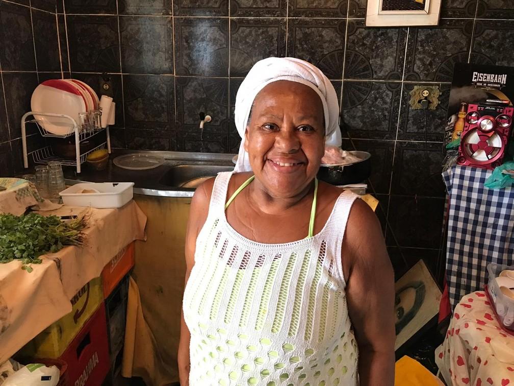 Dona Suzana é só simpatia no restaurante na Gamboa — Foto: Itana Alencar/G1