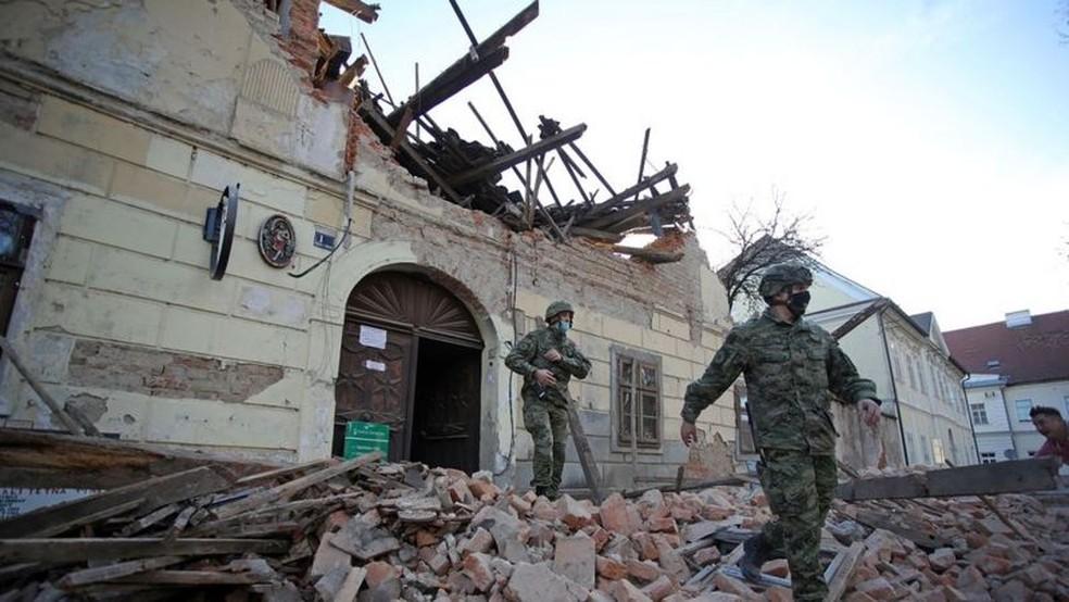 O terremoto de magnitude 6,4 que danificou cidades no nordeste da Croácia foi o mais forte a atingir o país em 40 anos — Foto: GETTY IMAGES via BBC