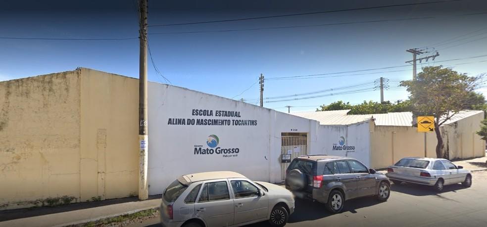 Mesário que estava na Escola Estadual Alina Tocantins, no bairro Cidade Alta, em Cuiabá, foi preso por mostrar arma para eleitor — Foto: Google Street View