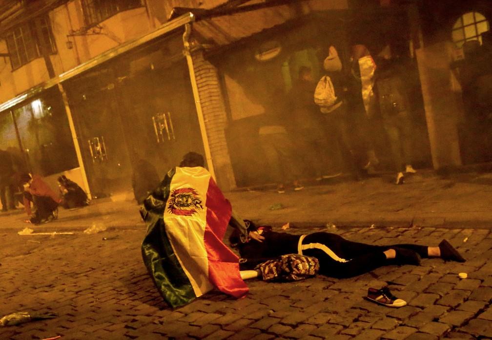 Protestos na noite de quinta-feira (24) em La Paz, na Bolívia, tiveram confrontos entre manifestantes e policiais — Foto: David Mercado/Reuters