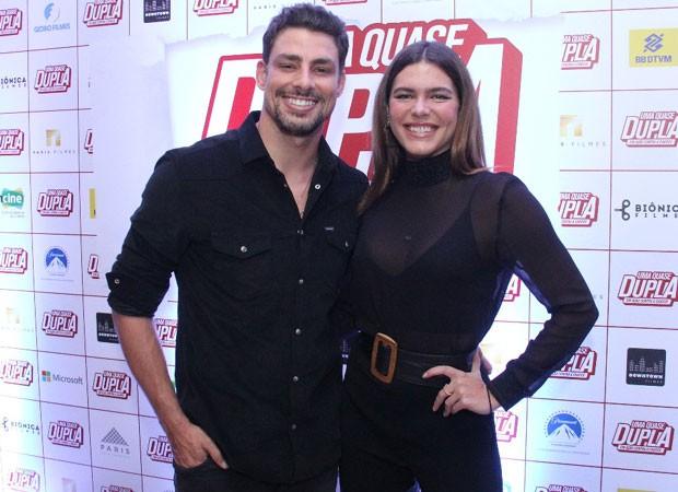 Cauã Reymond e Mariana assistem pré-estreia no Rio (Foto: Wallace Barbosa/AgNews)