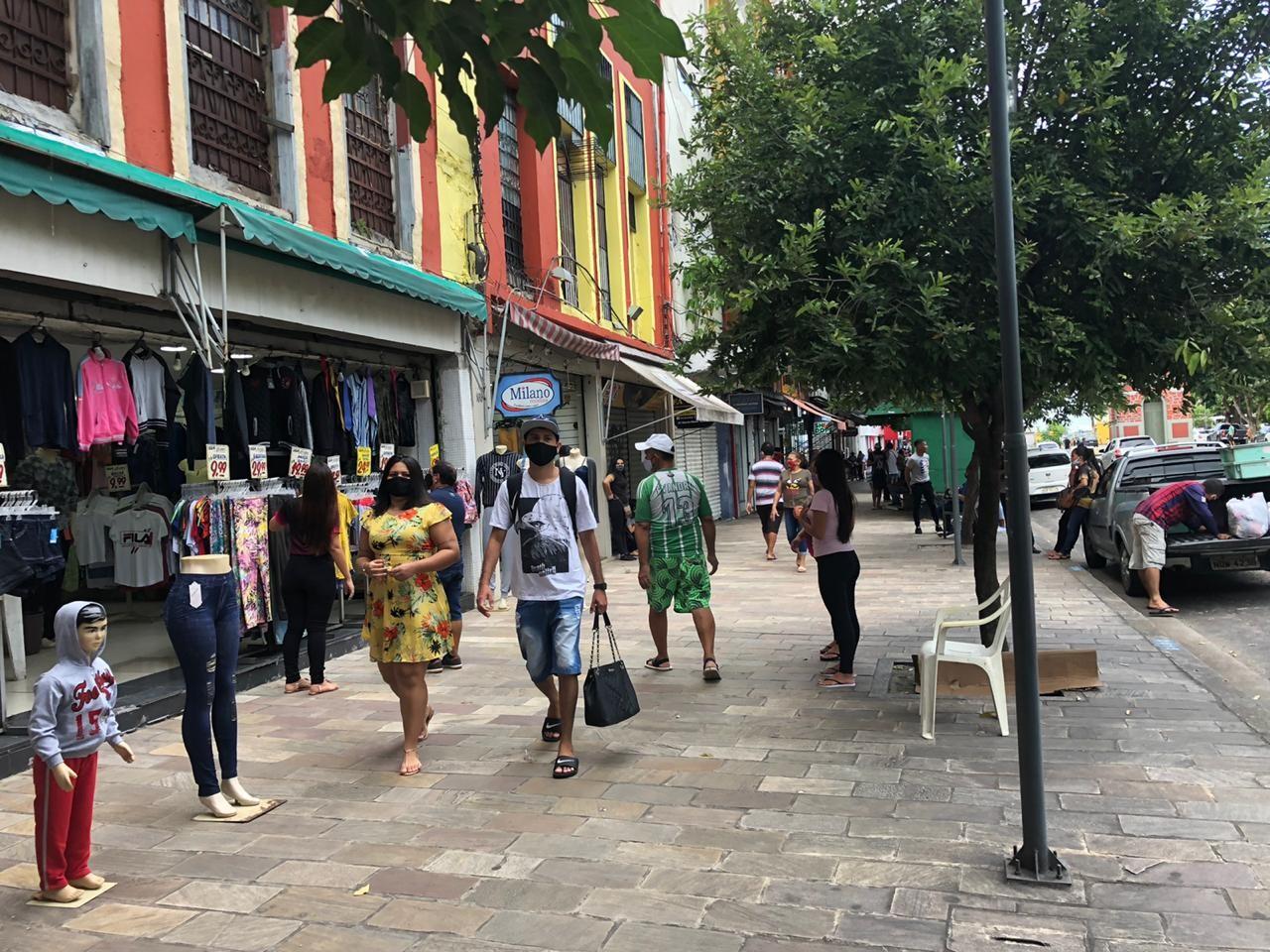 Primeiro dia de reabertura do comércio em Manaus tem pouco movimento no Centro, mas circulação intensa na Zona Leste