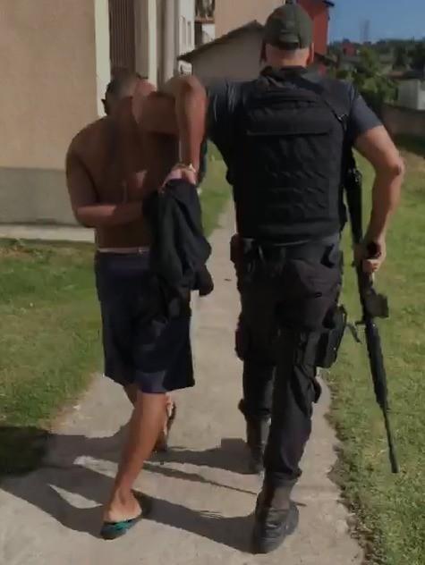 Polícia prende em São Gonçalo, RJ, suspeito de matar a facadas o pai da ex