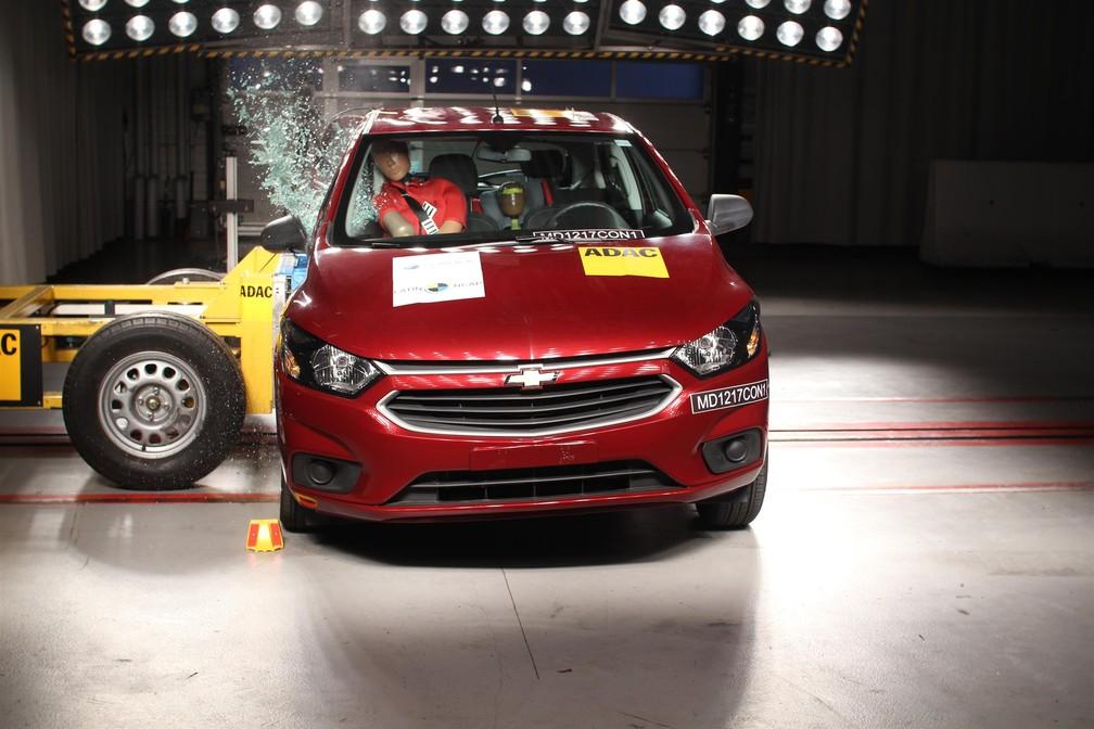 Chevrolet Onix passa por teste de colisão lateral (Foto: Divulgação / Latin NCap)