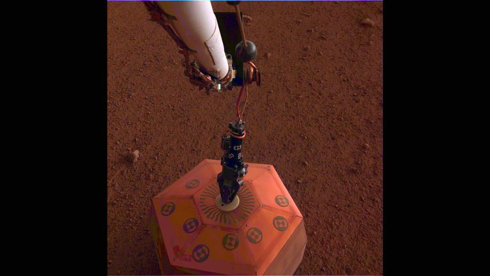 Sismógrafo SEIS da sonda InSight em Marte (Foto: NASA/JPL-Caltech)