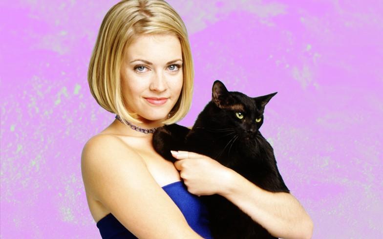 Sabrina e Salem em Sabrina, a Aprendiz de Feiticeira, que foi ao ar entre 1996 e 2003 (Foto: Divulgação)