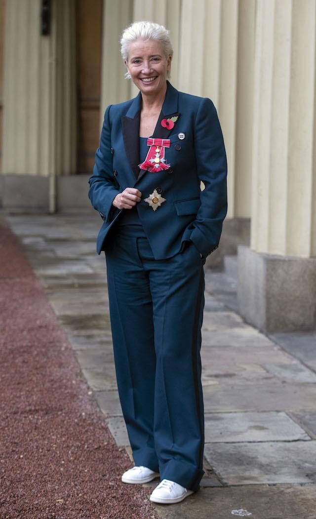 O terno Stella McCartney usado por Emma Thompson ontem foi simbólico de seu discurso pelo feminismo e igualdade salarial - que ela reafirmou na ocasião. (Foto: Getty Images)