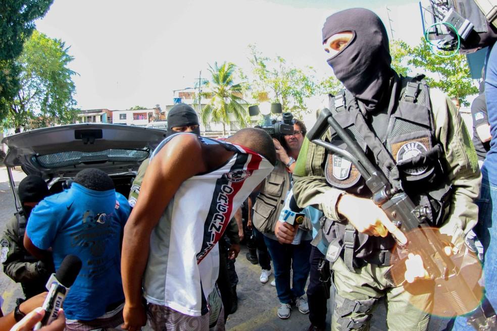 Polícia prendeu 15 integrantes da Torcida Inferno Coral no Recife (Foto: Marlon Costa/Pernambuco Press)