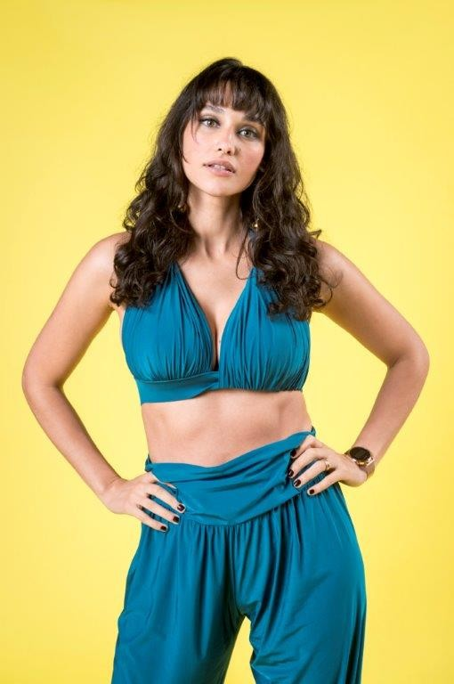 Débora Nascimento como Gisela em Verão 90 (Foto: João Cotta/Globo)