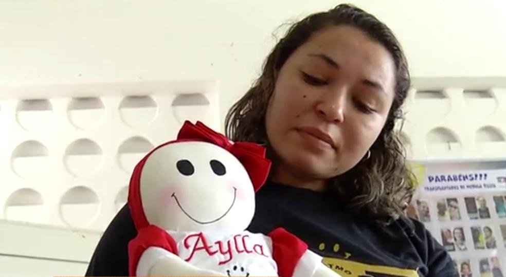 Mãe chora perda de filha que não teve acesso a transplante de medula no RN  (Foto: Inter TV Cabugi)