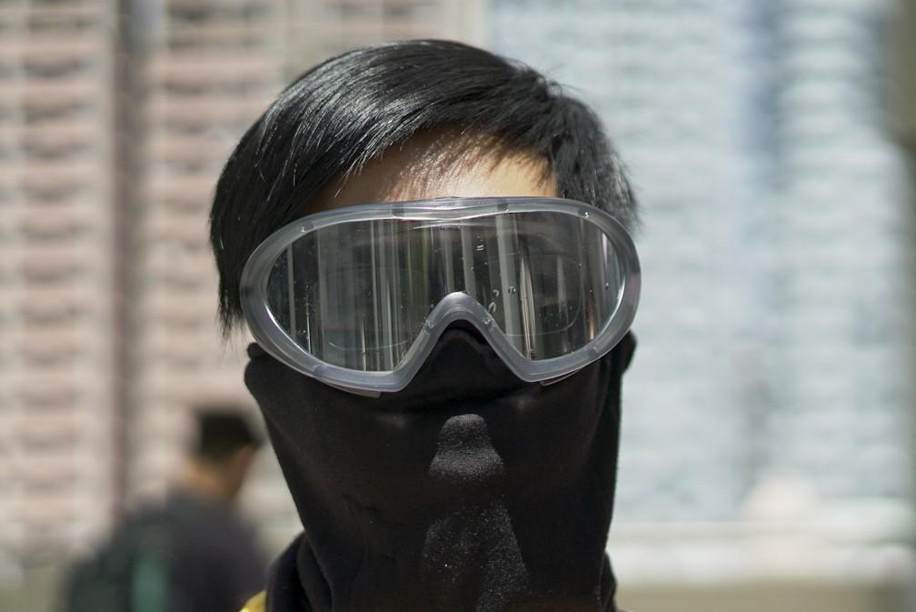 Charlie W. antes de manifestação em Hong Kong — Foto: Claudia Jardim/BBC