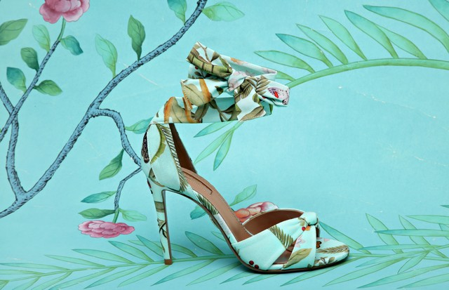 Com estampas tropicais as marcas também criaram uma linha de sapatos (Foto: Divulgação)