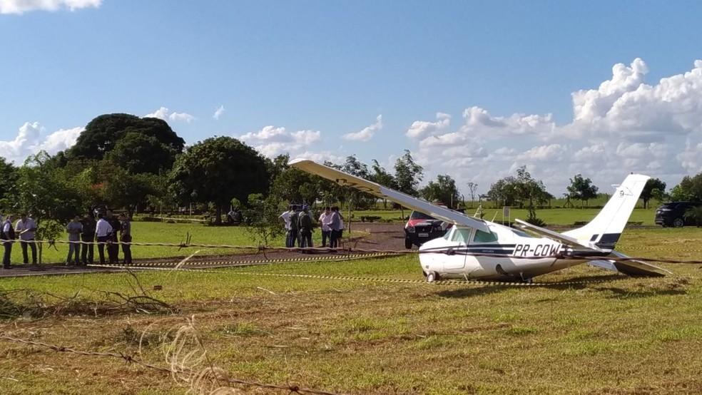 Avião monomotor caiu no cemitério de Araçatuba (SP) (Foto: Guilherme Leal/TV TEM)