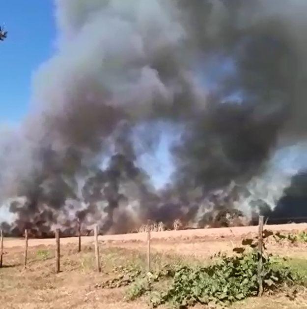 Incêndio atinge canavial e fumaça chama atenção de moradores de Iacanga