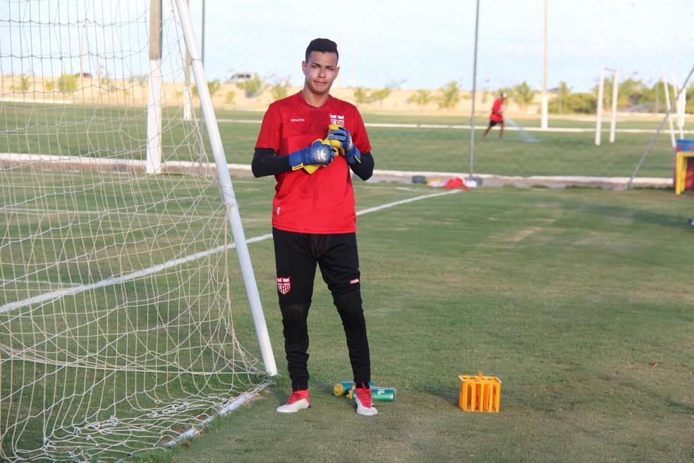 Juninho se despediu do CRB — Foto: Denison Roma - GloboEsporte.com