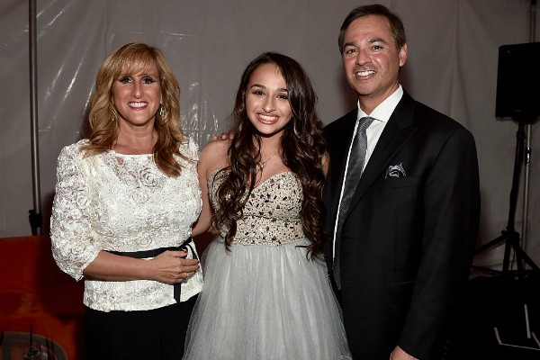 Jazz Jennings e seus pais Jeannette Jennings e Greg Jennings (Foto: Getty Images)