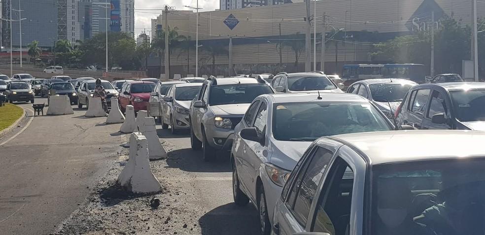 Congestionamento na Av. ACM na manhã desta sexta-feira (14), em Salvador — Foto: Sérgio Pinheiro/TV Bahia