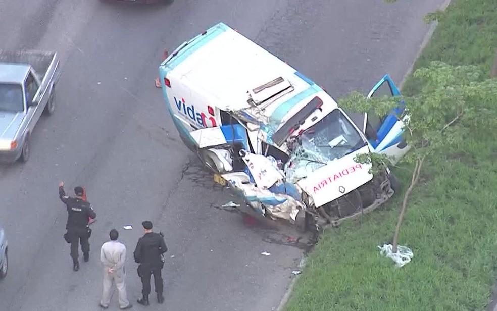 Ambulância se envolveu em acidente que deixou morto e feridos em Campo Grande (Foto: Reprodução / TV Globo)