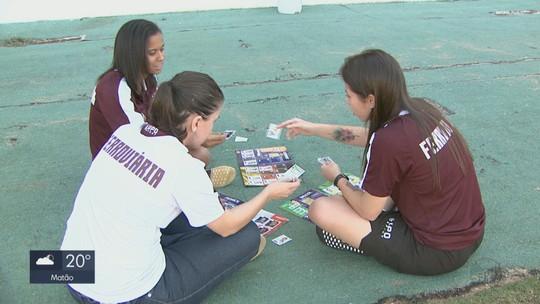 Impulsionado por Guerreiras Grenás, álbum da Copa vira febre entre meninas de Araraquara