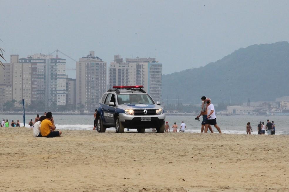 GCM segue fiscalizando as praias de Santos, SP — Foto: Alex Ferraz/Jornal A Tribuna