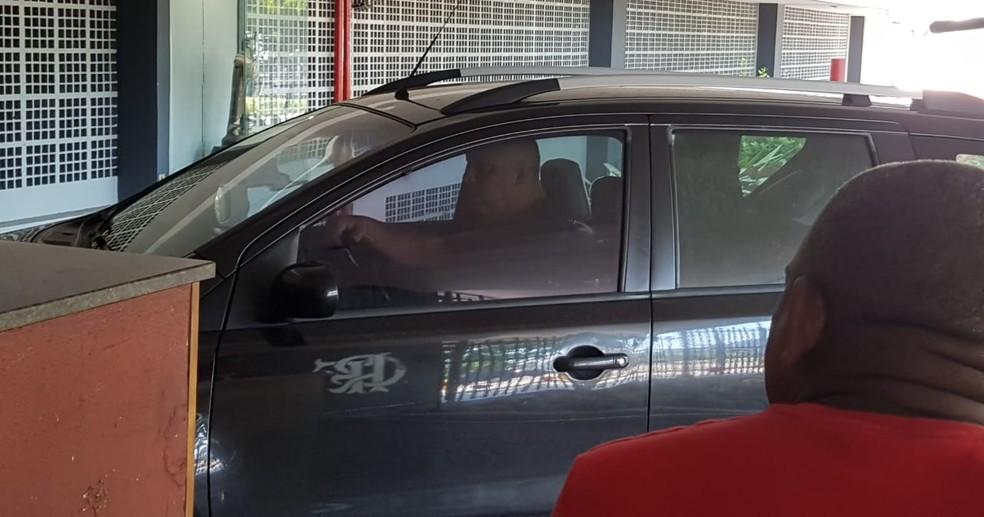 Marcos Braz chega à Gávea na manhã deste domingo — Foto: Marcelo Baltar