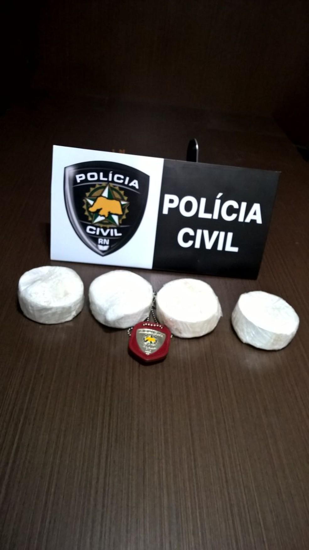 Droga estava com os dois suspeitos abordados pela polícia de Assu (Foto: Divulgação/Polícia Civil)