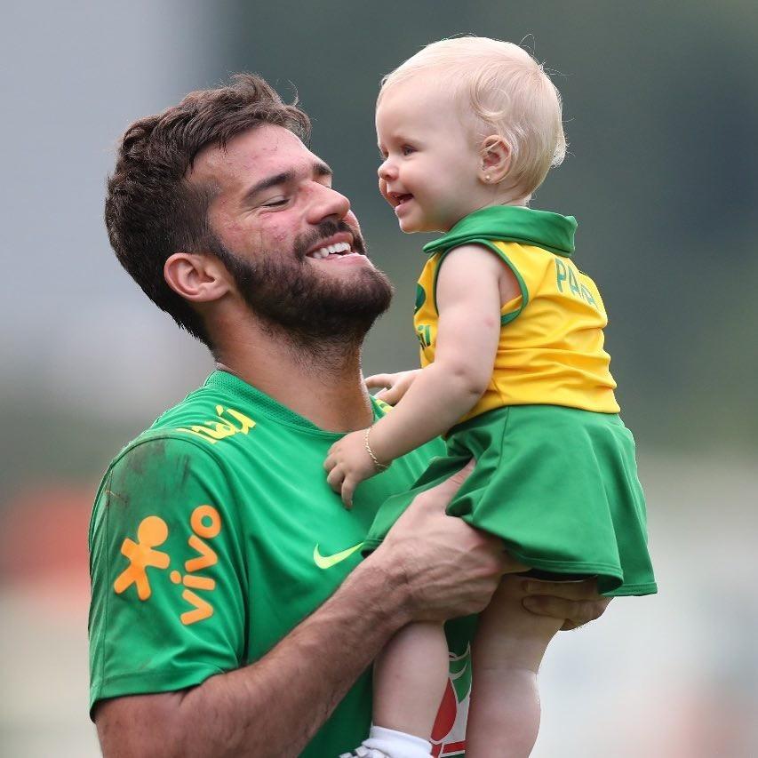 Fofura na Copa! Conheça os filhos dos jogadores da seleção ... ea6ac1ffd324a
