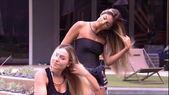 Paula comenta com Hariany sobre jogo: 'Ninguém briga, ninguém beija'