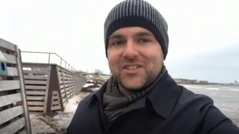 Jason MacGregor está preocupado com impacto das mudanças climáticas sobre sua ilha — Foto: Jason Macgregor