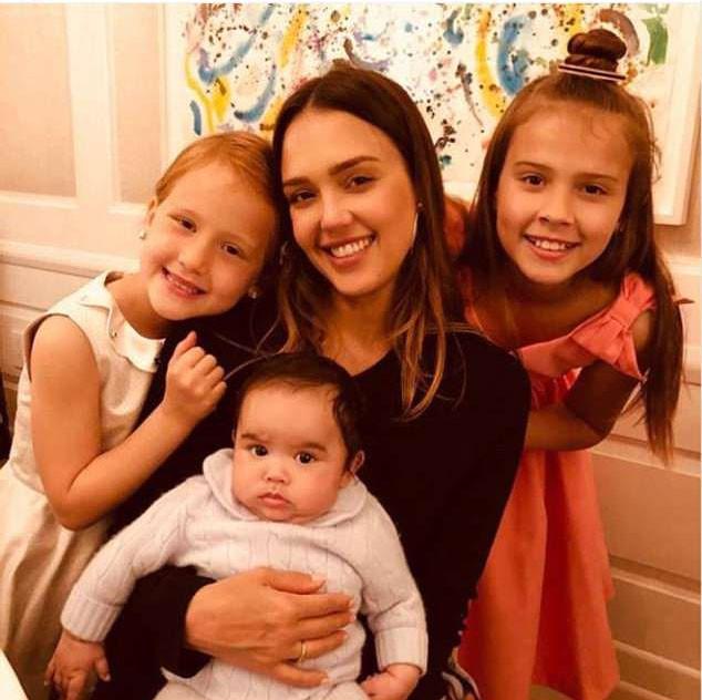Jessica Alba e os filhos (Foto: Instagram)