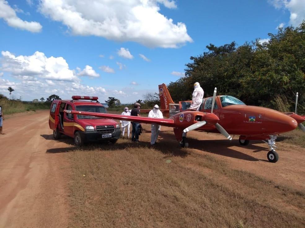 Avião busca paciente de Covid-19 em distrito de Guajará-Mirim — Foto: Geanderson Maia Trindade/Corpo de Bombeiros/Reprodução