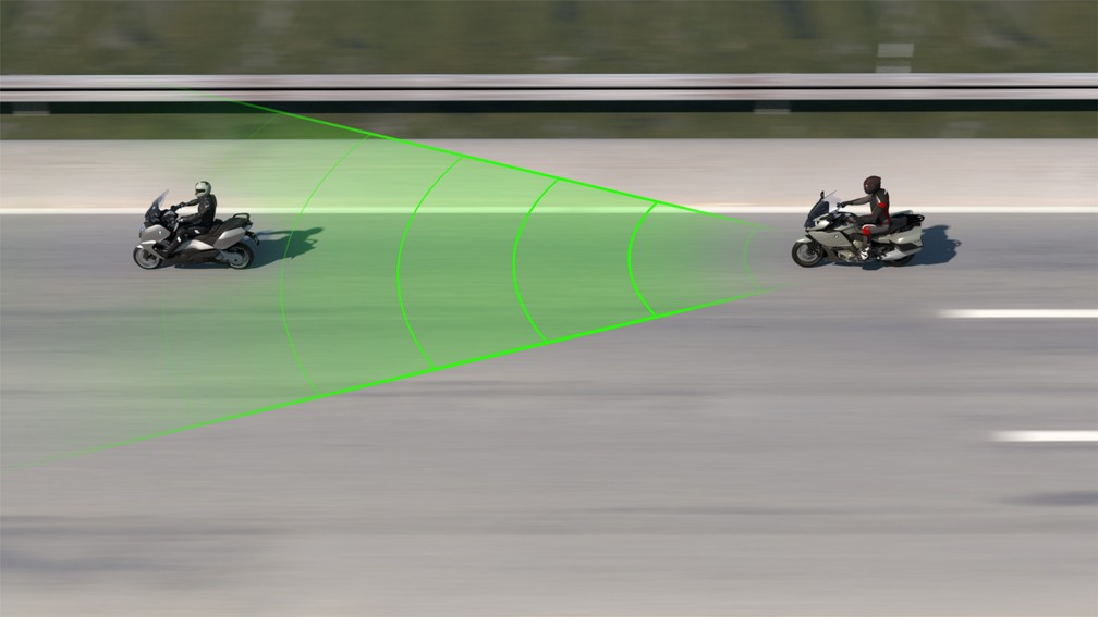 Sistema BMW manterá distância de outro veículo automaticamente — Foto: Divulgação