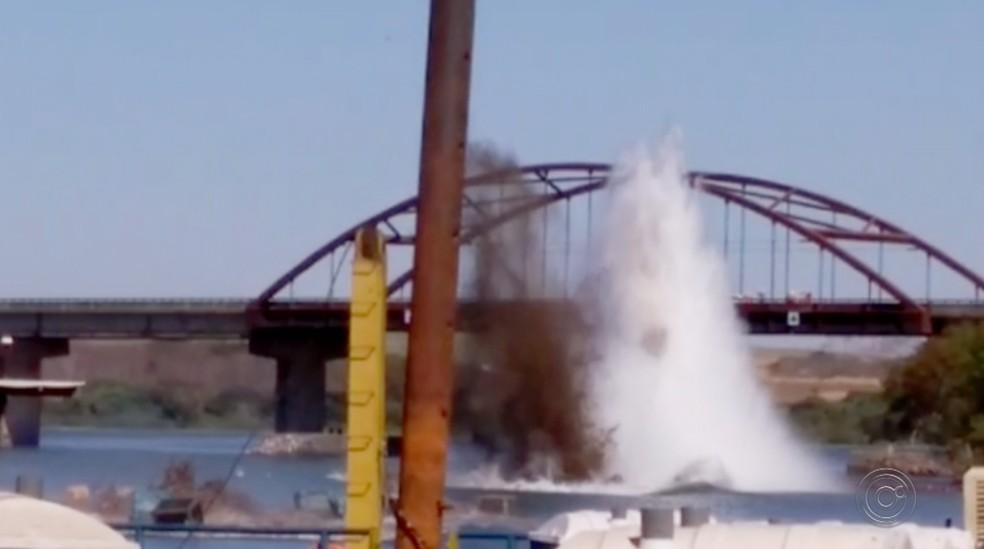 Explosões têm espantado os peixes e provocado rachaduras em casas na região de Buritama (Foto: Reprodução/TV TEM)