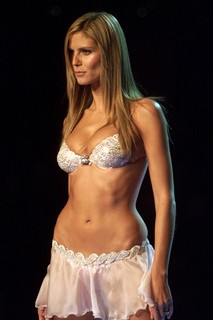Heidi Klum, 2001 - The Heavenly Star Bra, US$ 12.5 milhões