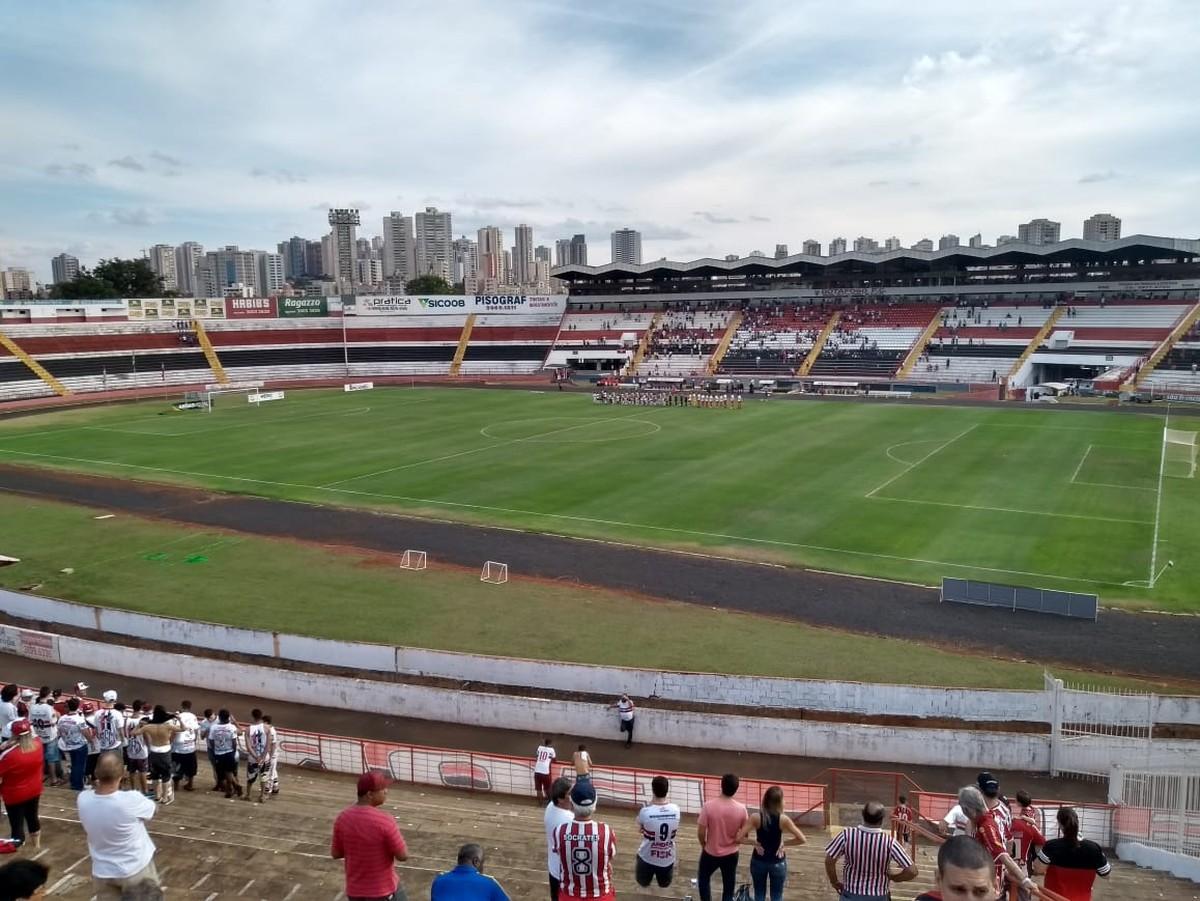 64eeb427c4 Botafogo-SP faz promoção de ingresso para jogo contra Luverdense no Santa  Cruz