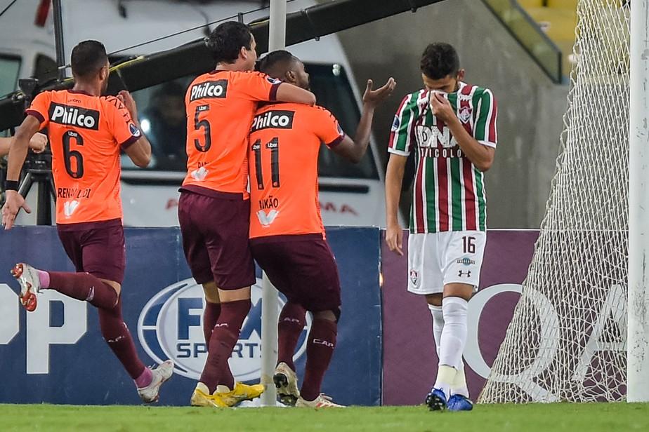 Análise: vitória com sobras contra o Flu credencia Atlético-PR na briga pelo título da Sul-Americana