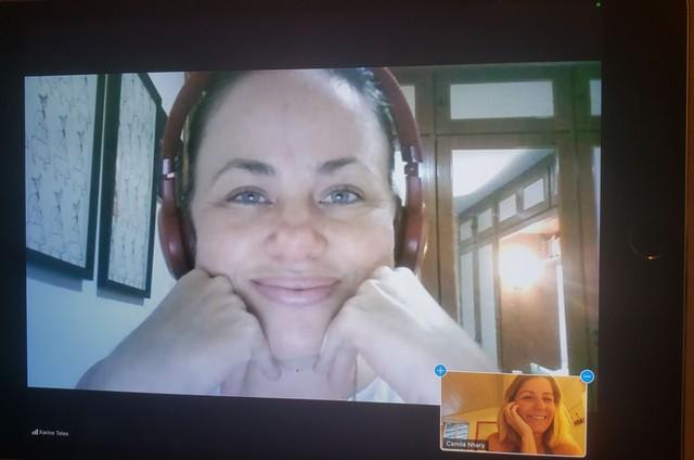 Karine Teles dirige Camila Nhary (Foto: Divulgação)