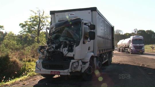 Seis carretas se envolvem em dois acidentes no sudoeste do Paraná