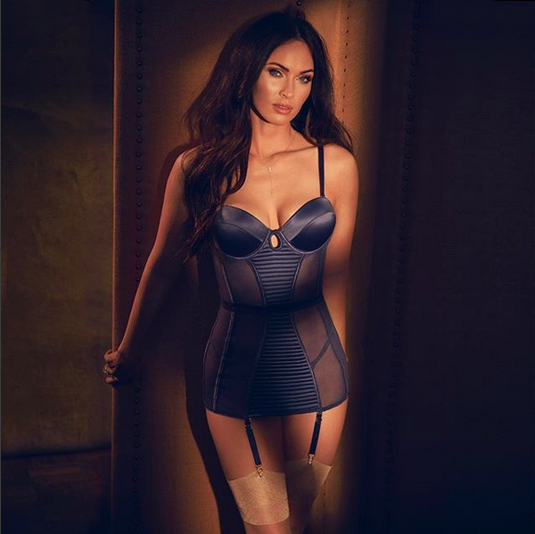 A atriz Megan Fox em uma sessão de fotos para sua marca pessoal de lingerie (Foto: Instagram)