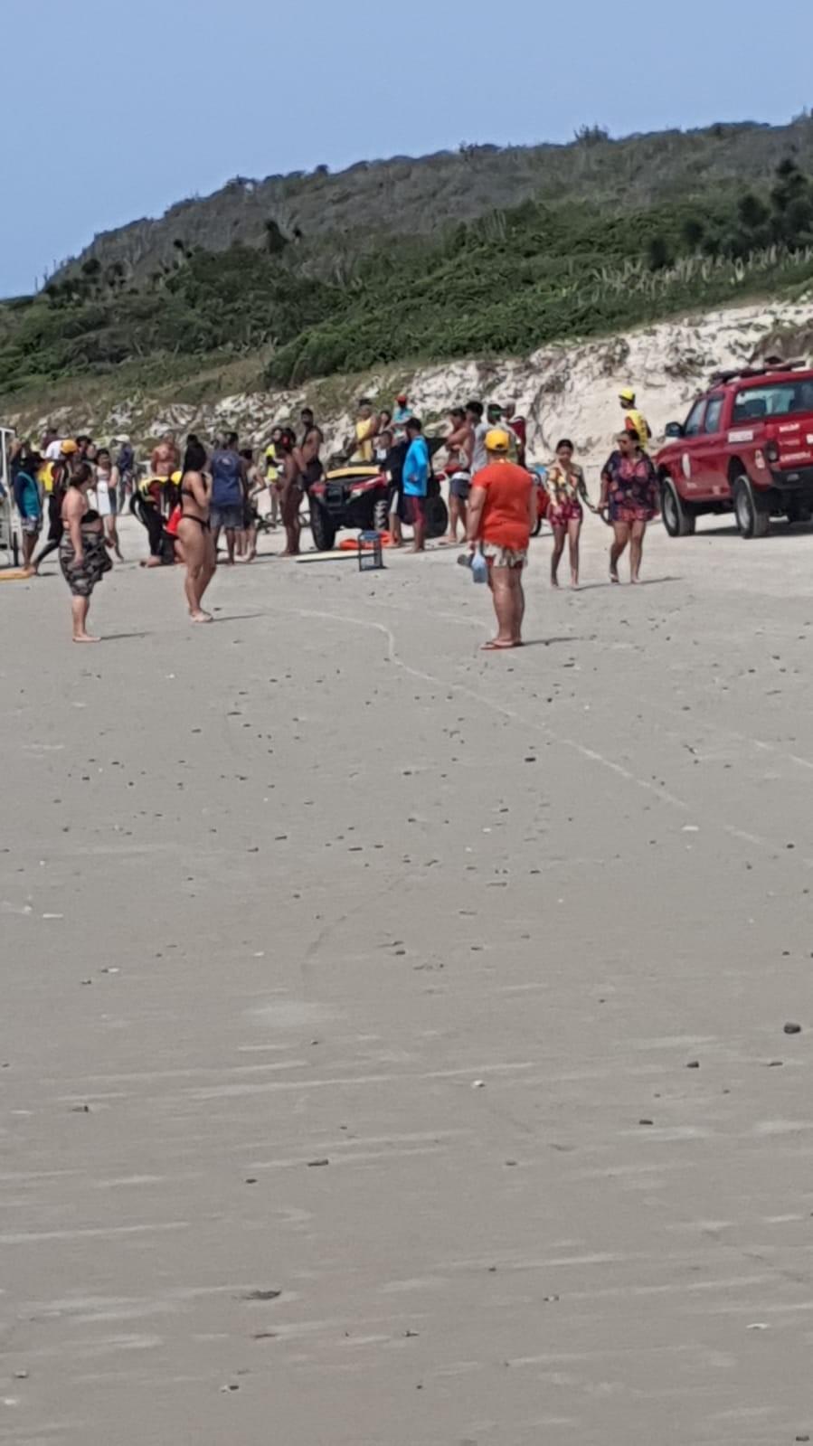 Três homens morrem após afogamento na Praia das Conchas, em Cabo Frio, no RJ