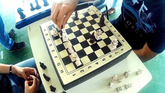 'Plugue' deste sábado (25) vai ter uma batalha de xadrez